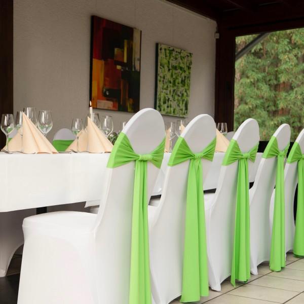 Stuhlschleifen mieten in Apfelgrün